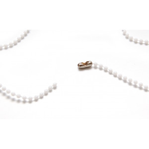 Plastic ball chain of 90cm long in white color